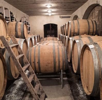 large barrels — fûts (300 litres) and demi-muids (600 litres)