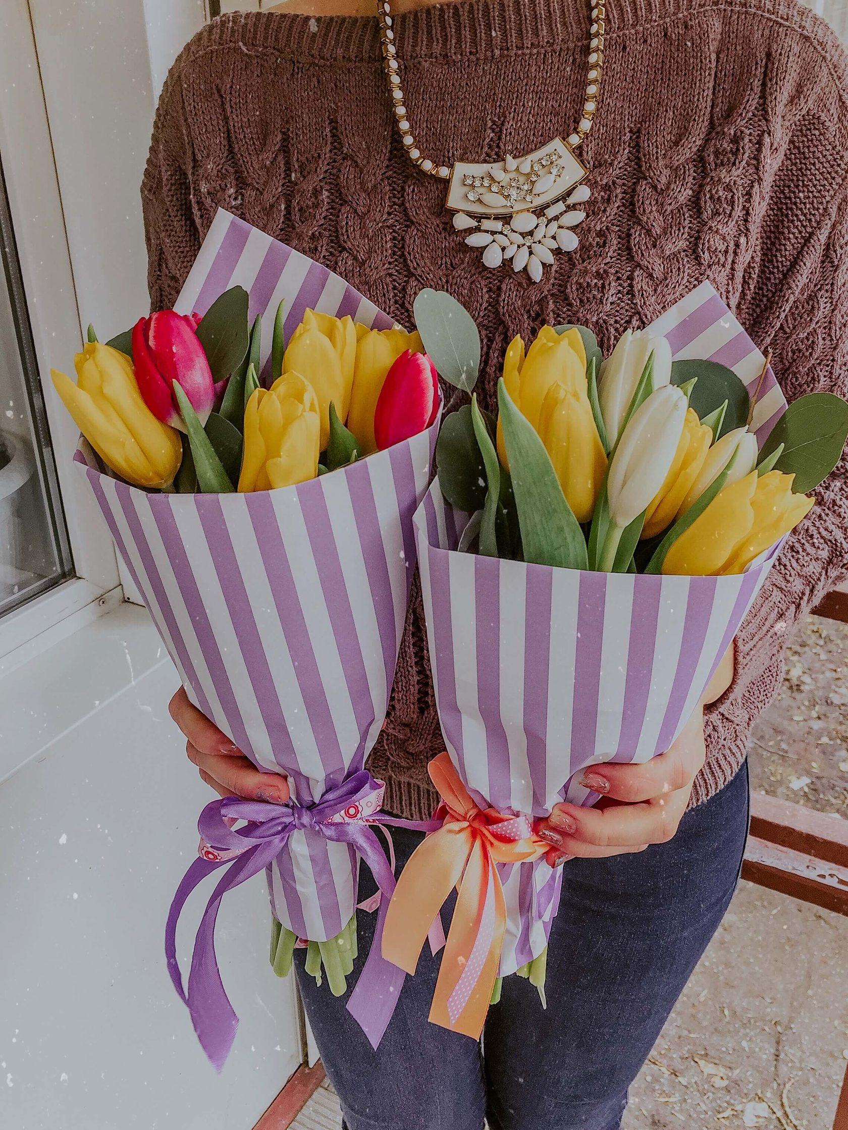 используют как красиво упаковать тюльпаны своими руками фото самом деле