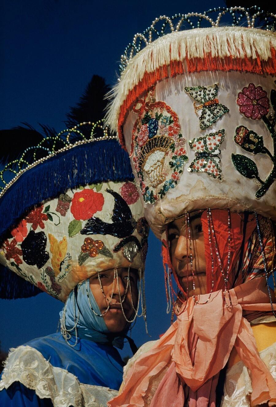 Карнавал в городе Тепоцотлан, Мексика, 1951. Фотограф Джастин Лок