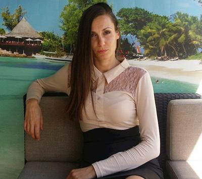 Елегантна дамска блуза с дълъг ръкав и акценти от дантела, налична в стандартни и големи размери от Efrea.