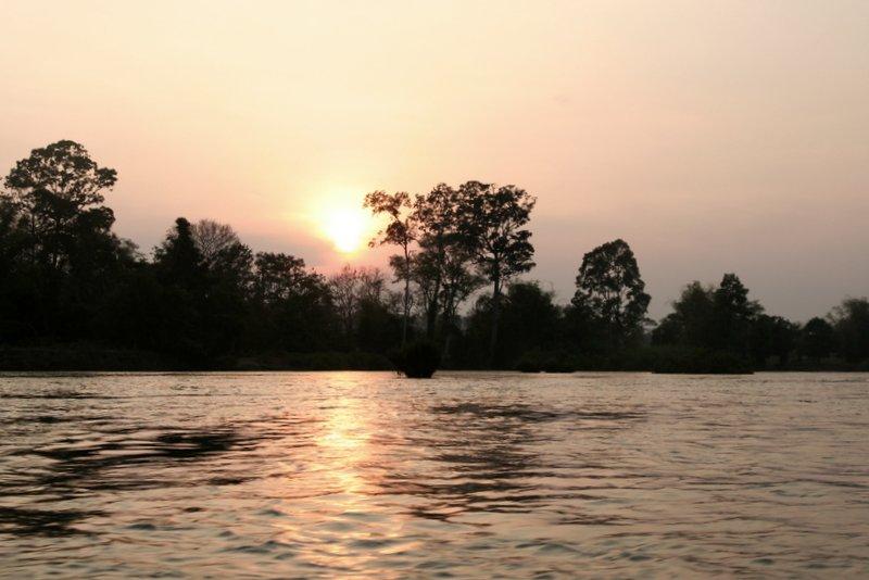 Закат над Меконгом