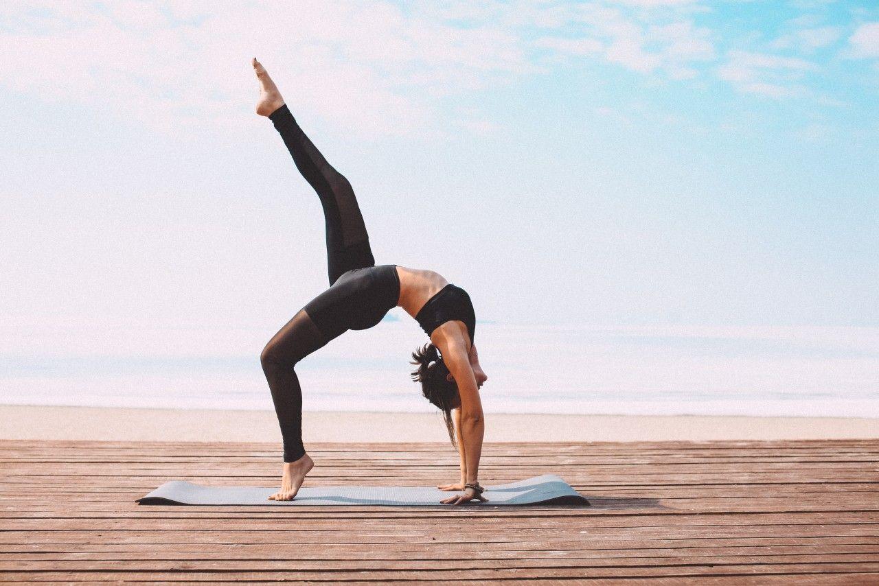 Йога для девушки Киев