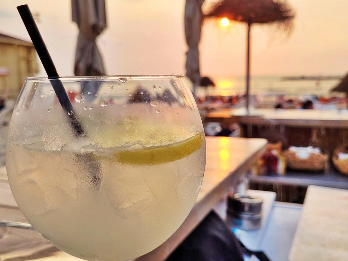 Анисовая водка с лимонным соком. Вкусный Израиль.