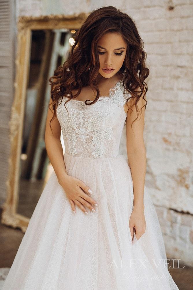 3039038e2ca Роскошное свадебное платье Сильвия с кружевным корсетом от алекс вейл Пышное  ...