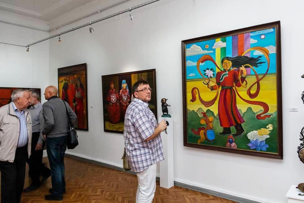 Выставка красный