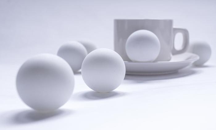Фото белого предмета на белом фоне