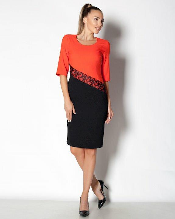 Стилна двуцветна рокля в черно и оранж с акценти от дантела и ръкав до лакътя.