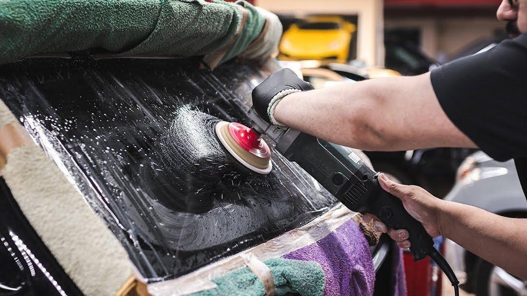 Полировка заднего стекла на Range Rover