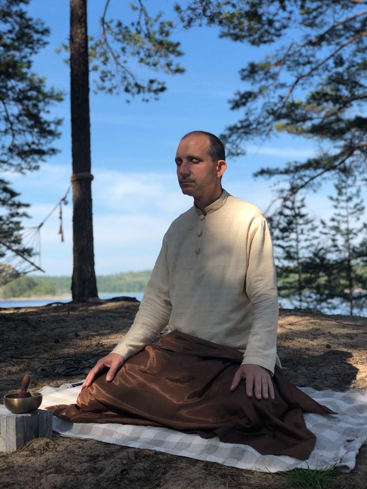 Аджан Хуберт, медитация, ретриты, випассана, обучение медитации, буддизм, духовная практика, онлайн-ретрит, ритрит, буддийский учитель