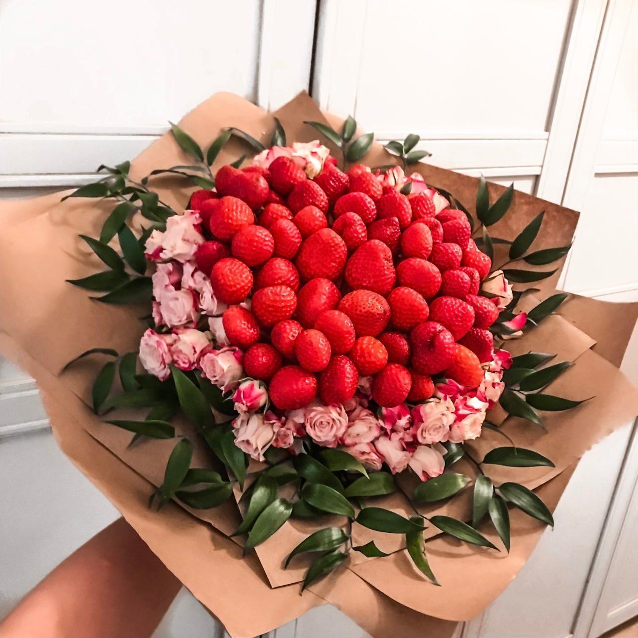 букет роз красивый фото и клубника могут быть