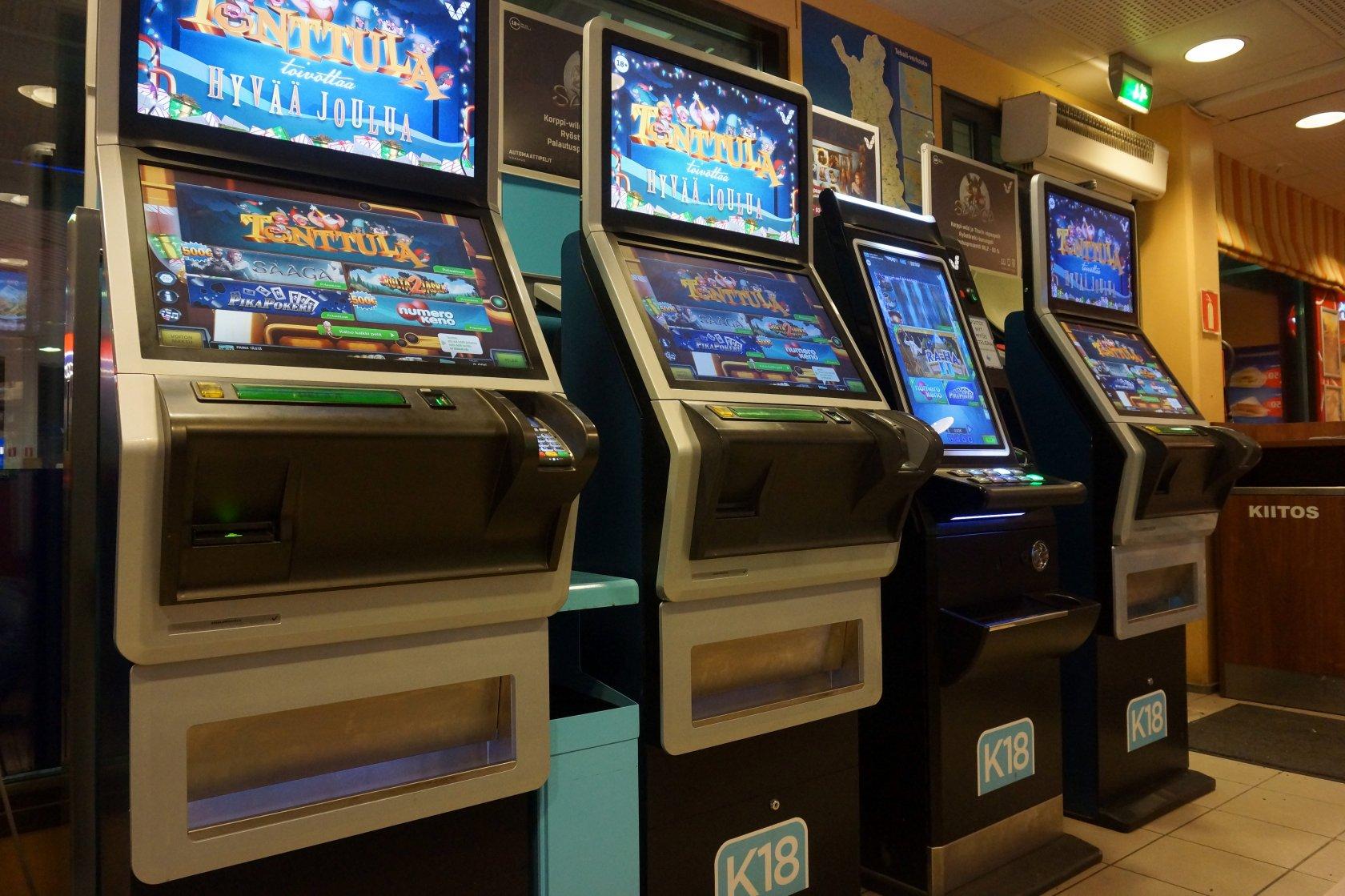 Полоса казино отелей проходит между границей и контрольно-пропускным пунктом как играть в карты в покер по 36 правила