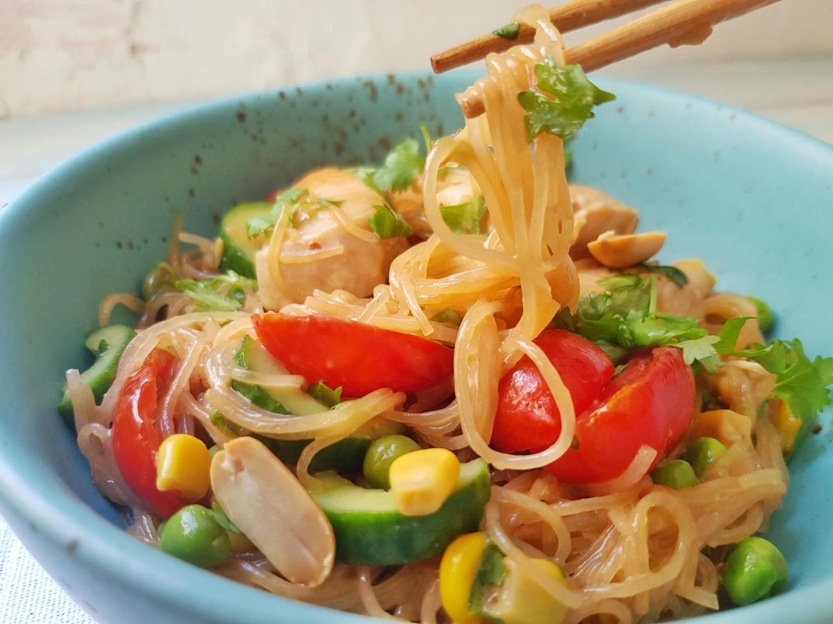 Салат Фунчоза (крахмальная лапша, китайская лапша, стеклянная лапша, фасолевая лапша). Фото рецепт.