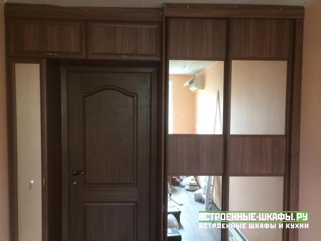 Встроенный шкаф купе на заказ вокруг двери
