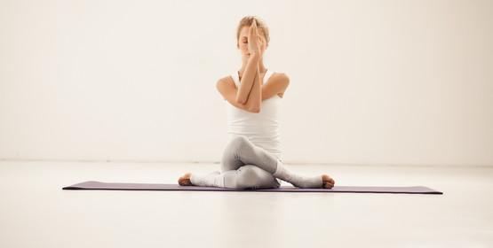 Выравнивание осанки с помощью йоги