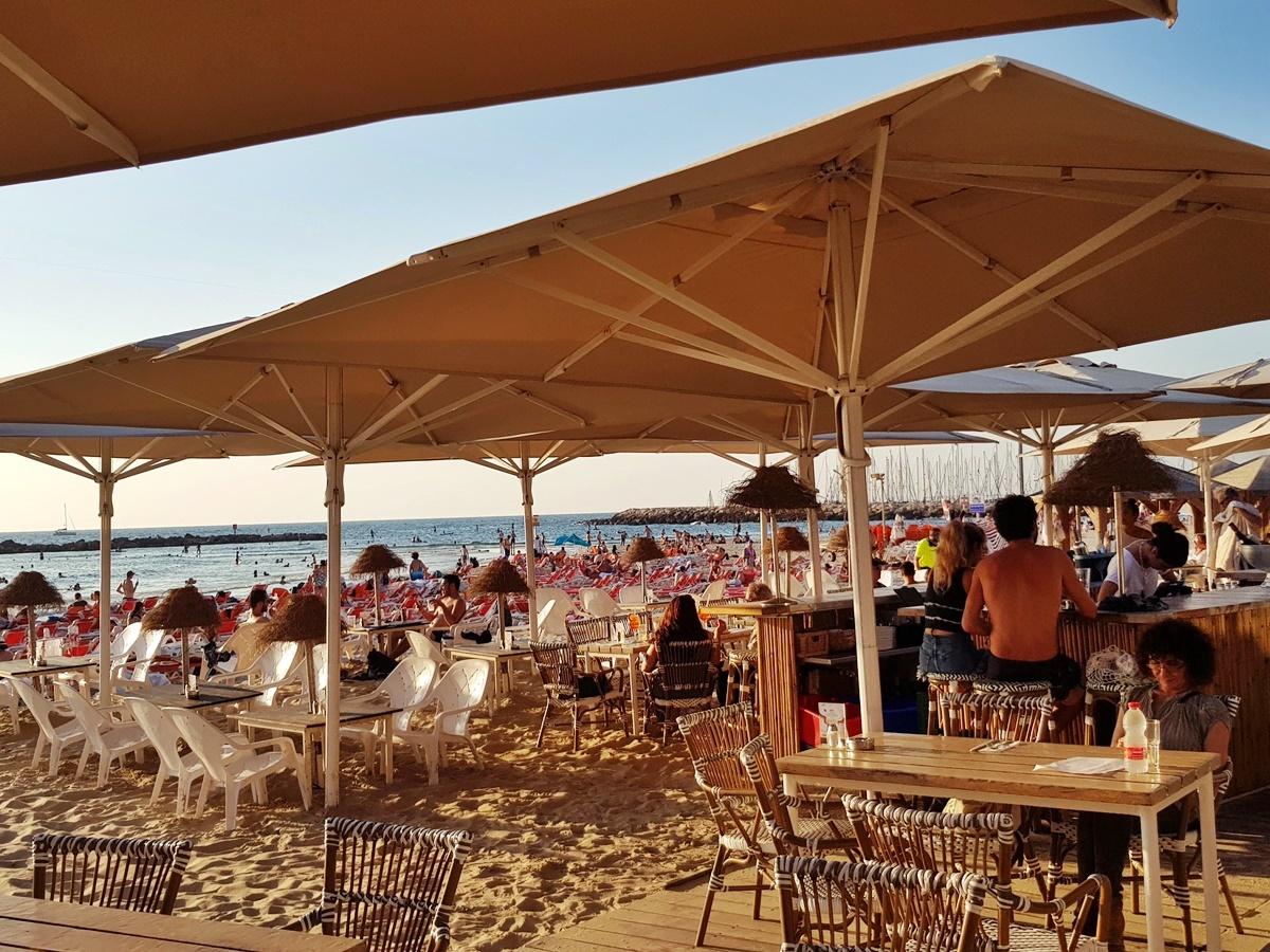 Тель-Авив, ресторан на пляже Гордон.