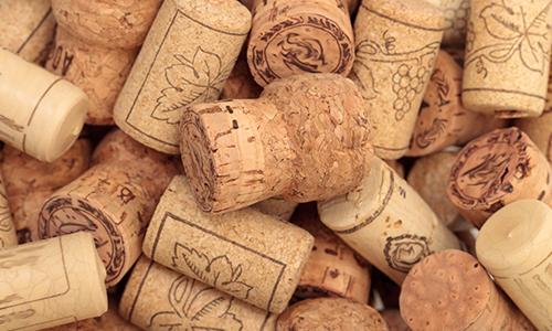 Пробки от вина формируют красивый коллаж