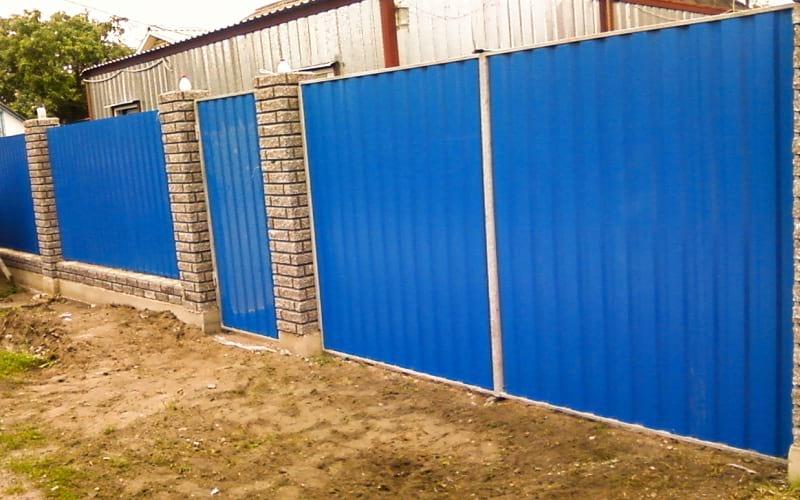 Распашные ворота из профнастила цвет синий