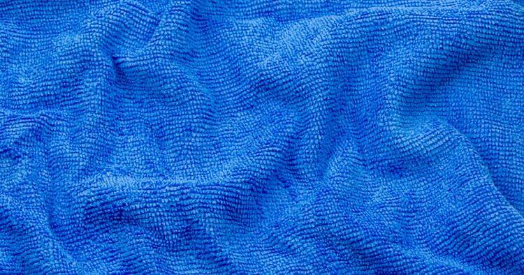 Микрофибър е съвременна тъкан, изградена само от синтетични влакна, които са многократно по-фини от човешки косъм.