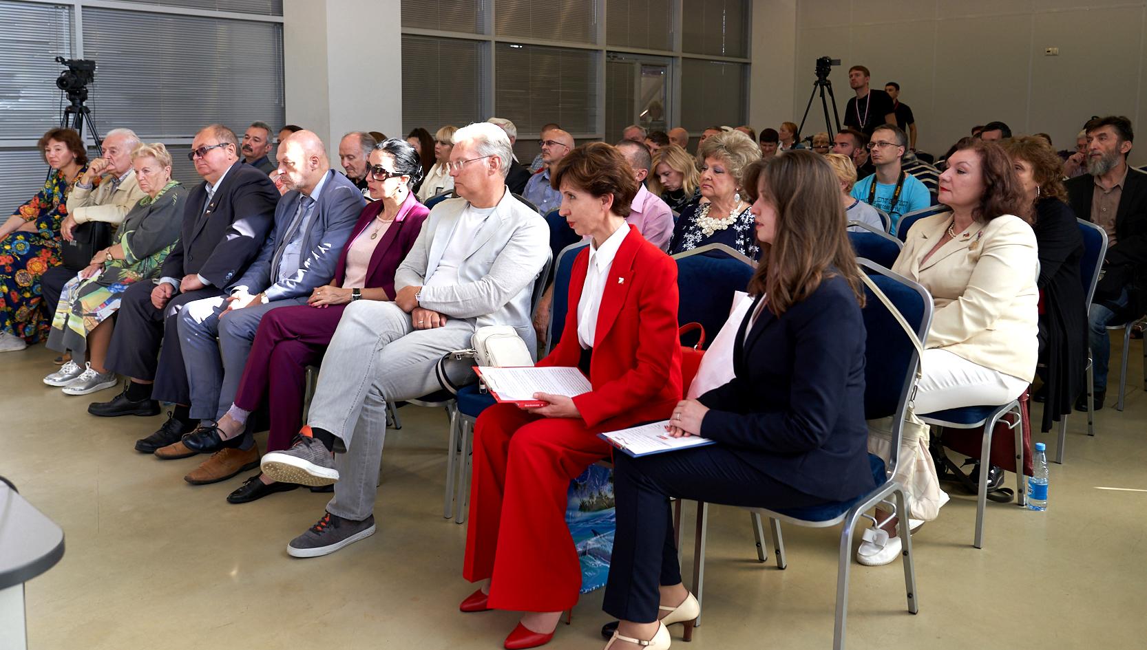 Участники Конференции авторов современной литературы