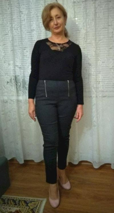 Модерен панталон с висока талия от Ефреа.