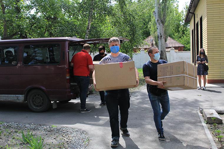 Партия Шария передала больнице Новомосковска аппараты ИВЛ - фото