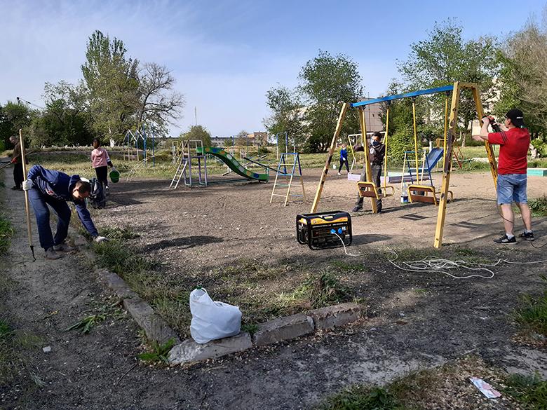 Партия Шария восстанавливает площадку в Никополе - фото
