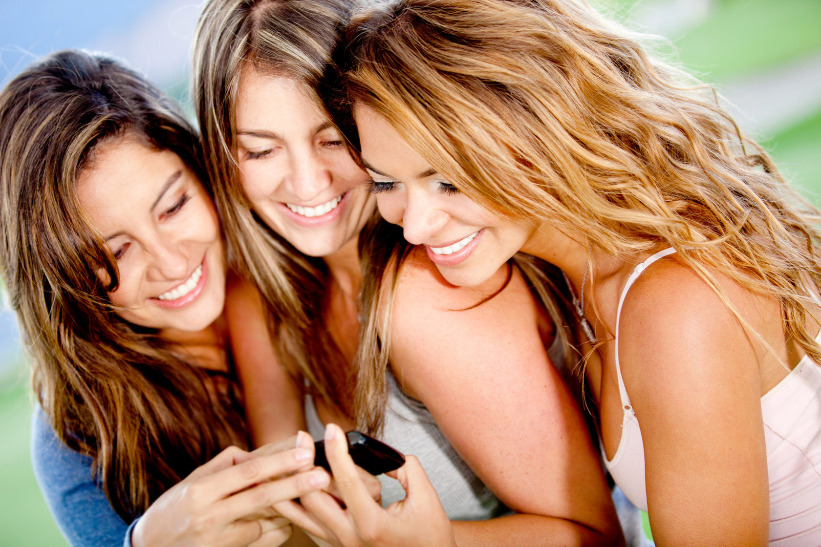 Наблюдаем за подругами онлайн
