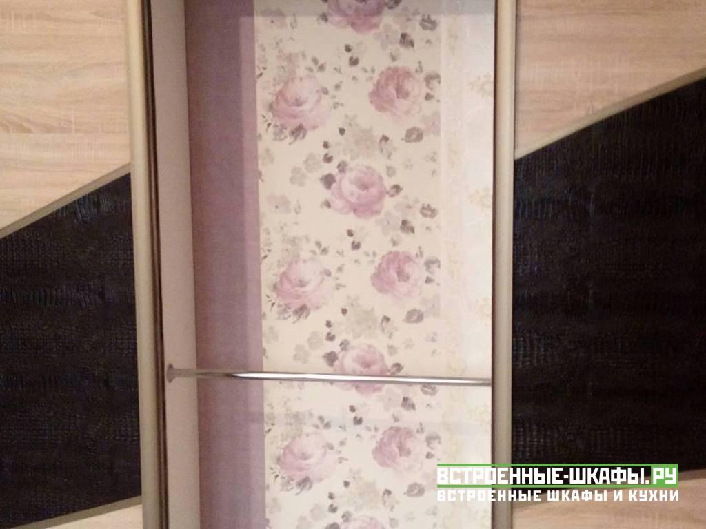 Встроенный шкаф купе с вставками из экокожи