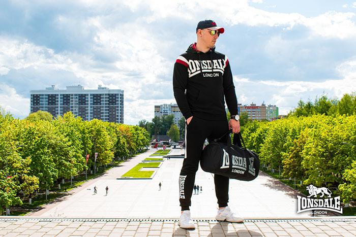 Спортивный костюм бренда Lonsdale российского производства