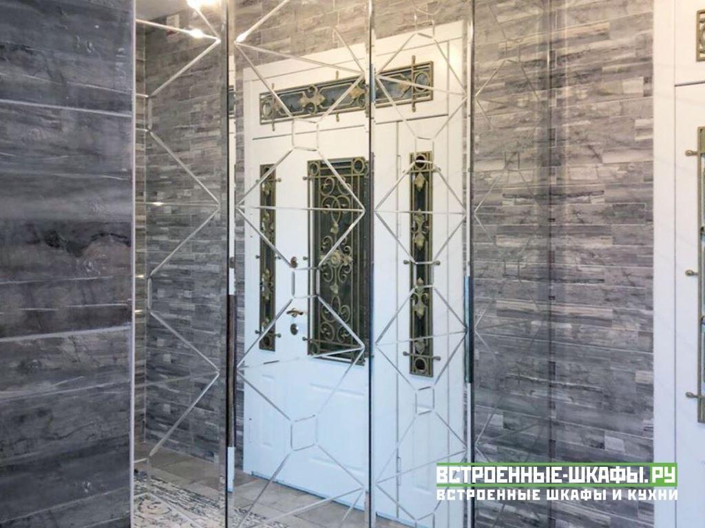 Шкаф гармошка со складными дверями в прихожую