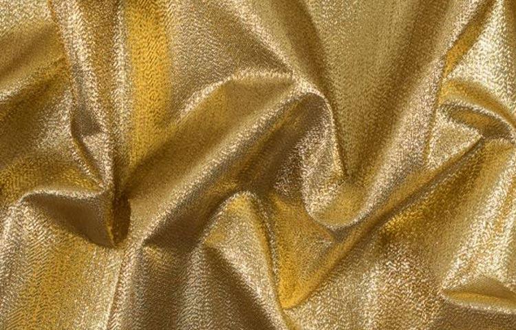 Ламе е тъкан, която може да съдържа метални нишки със сребърен, златист или меден цвят.