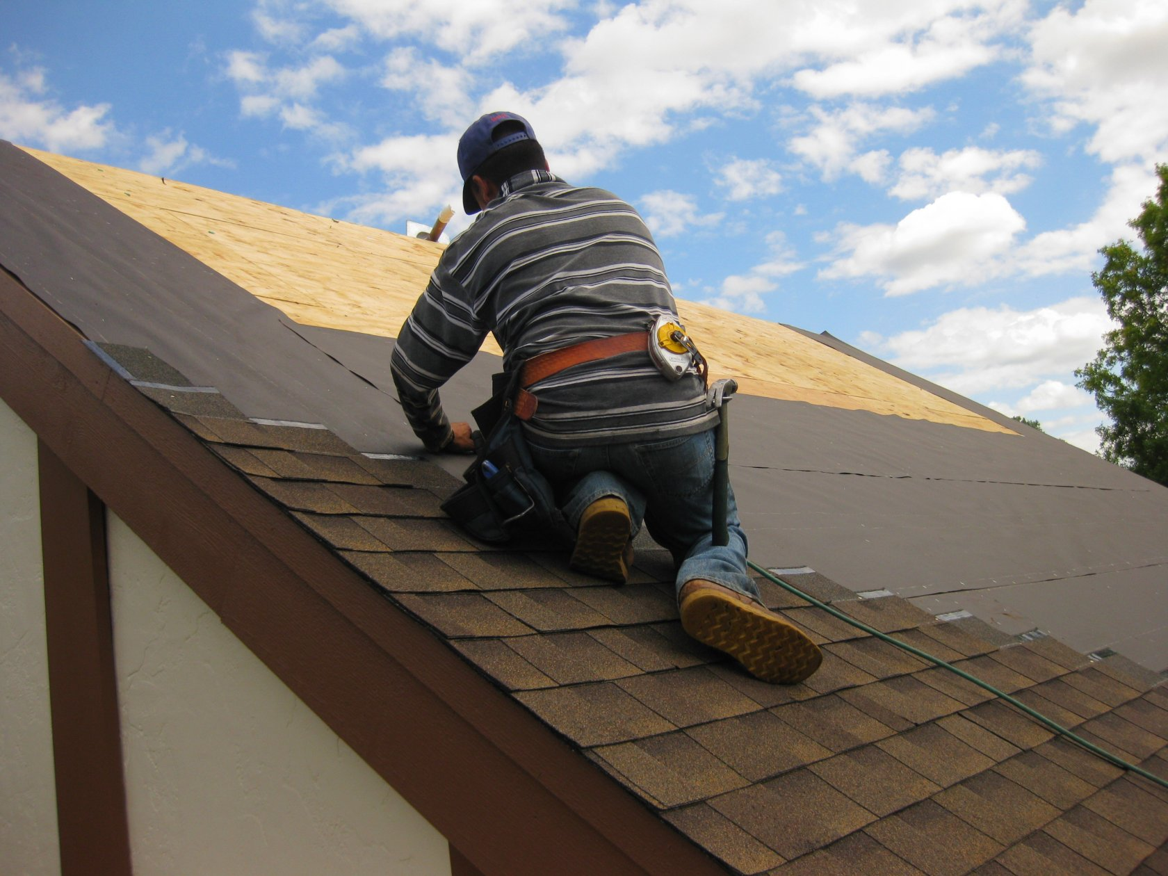 Few Things To Know Before Hiring A Roofer