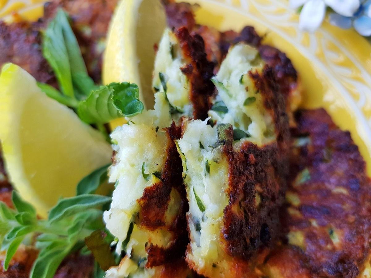 Оладушки из кабачков с сыром. Подробный рецепт с фото.