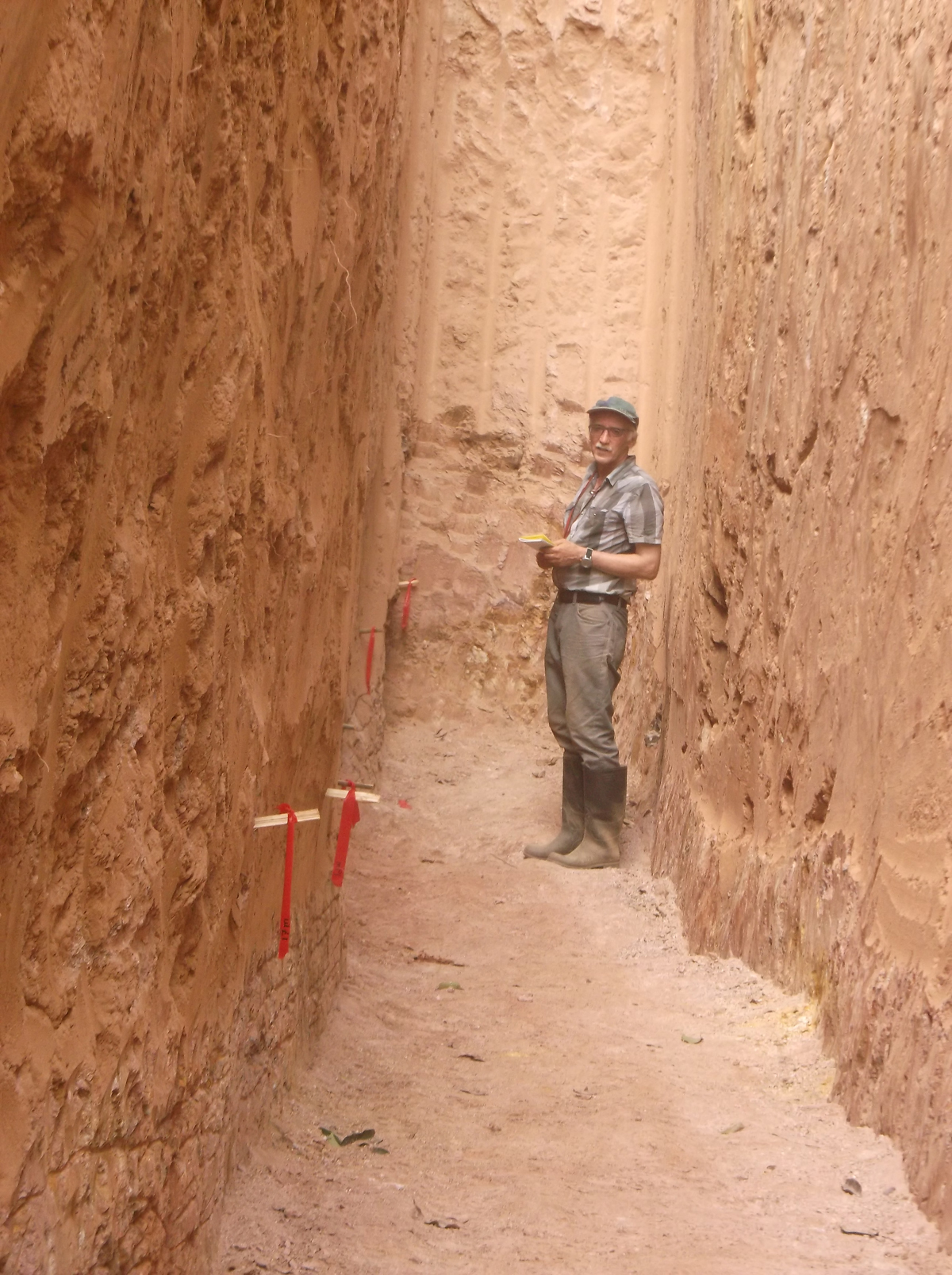 Kubi East TR5 - President mapping trench wall