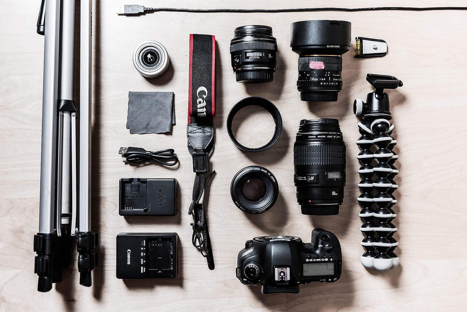 Небольшой комплект оборудования для фотографа