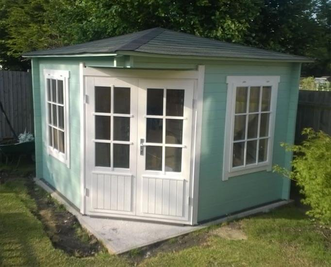 Угловые закрытые садовые домики фото