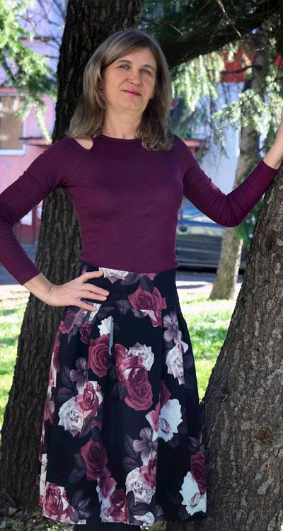 Фен снимка с разкроена пола на цветя от Efrea.