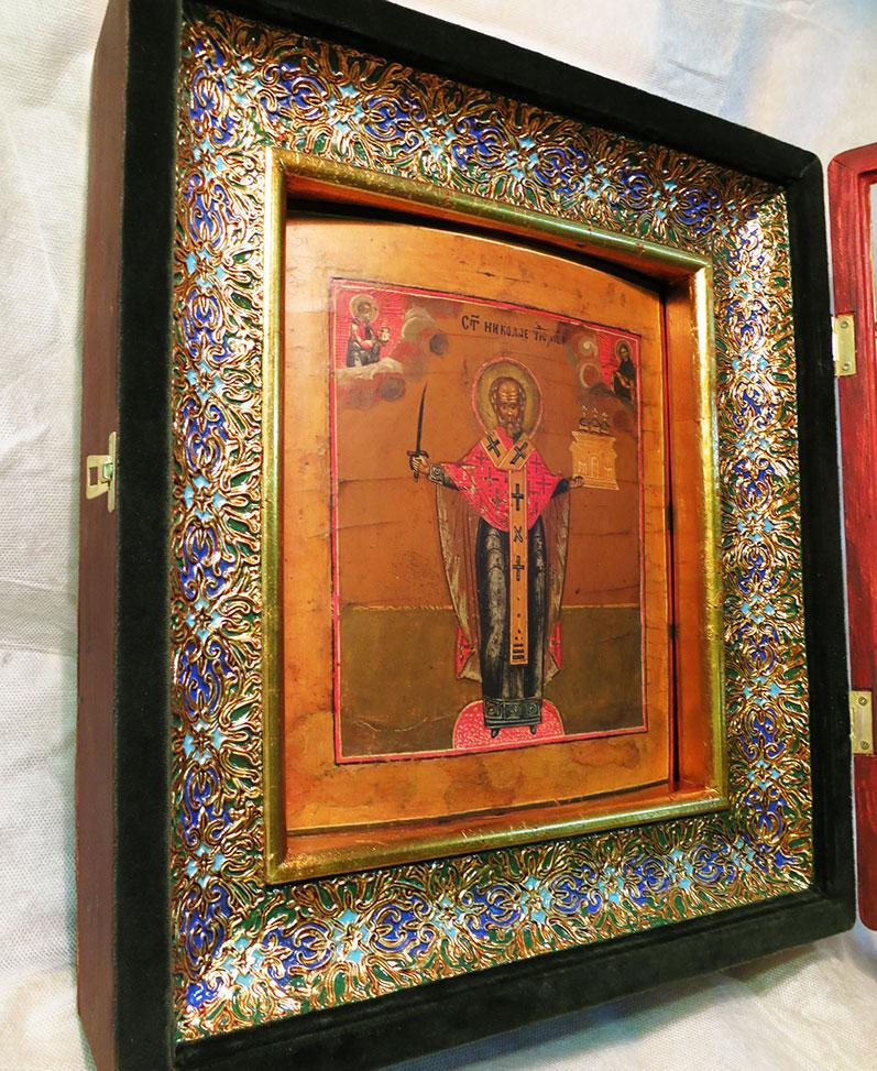 Покрытие иконы лаком и изготовление киотов