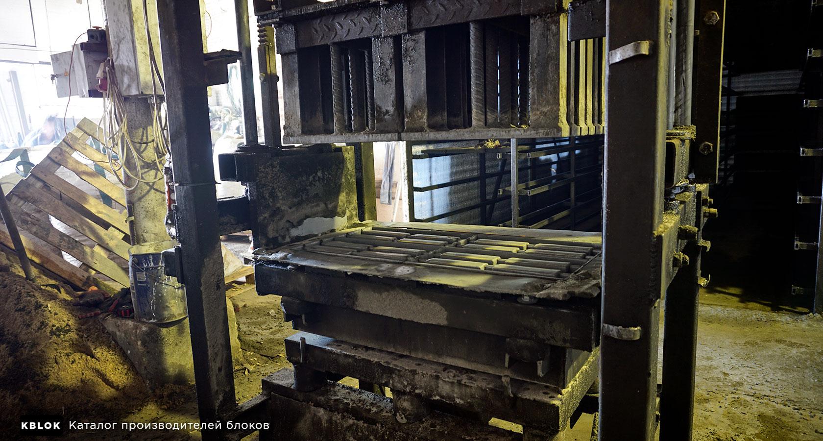 станок для изготовления керамзитных блоков