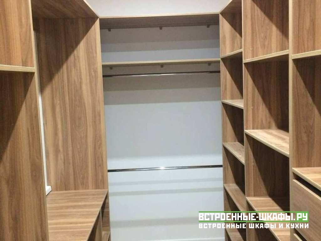Встроенные шкафы в гардеробную комнату сделанные на заказ