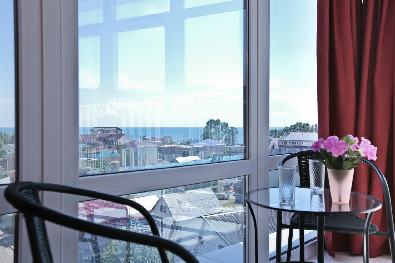 Вид на море двухместного номера с видом на море в отеле Марсель, Лермонтово
