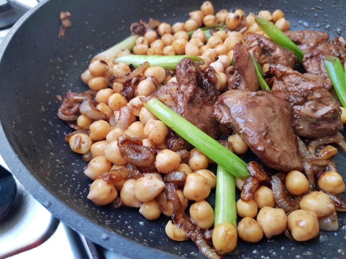 Вкусный и полезный салат: нут и печень. Израильская кухня.