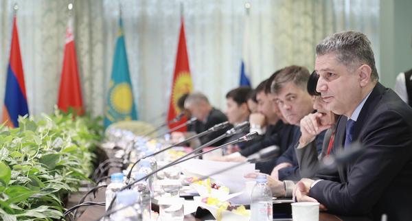 Совет Евразийской экономической комиссии решил определить новый срок перехода на электронные ПТС (фото: ЕврАзЭС)