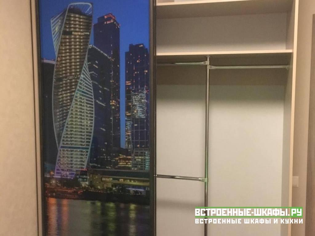Красивый шкаф купе с фотопечатью Москва Сити
