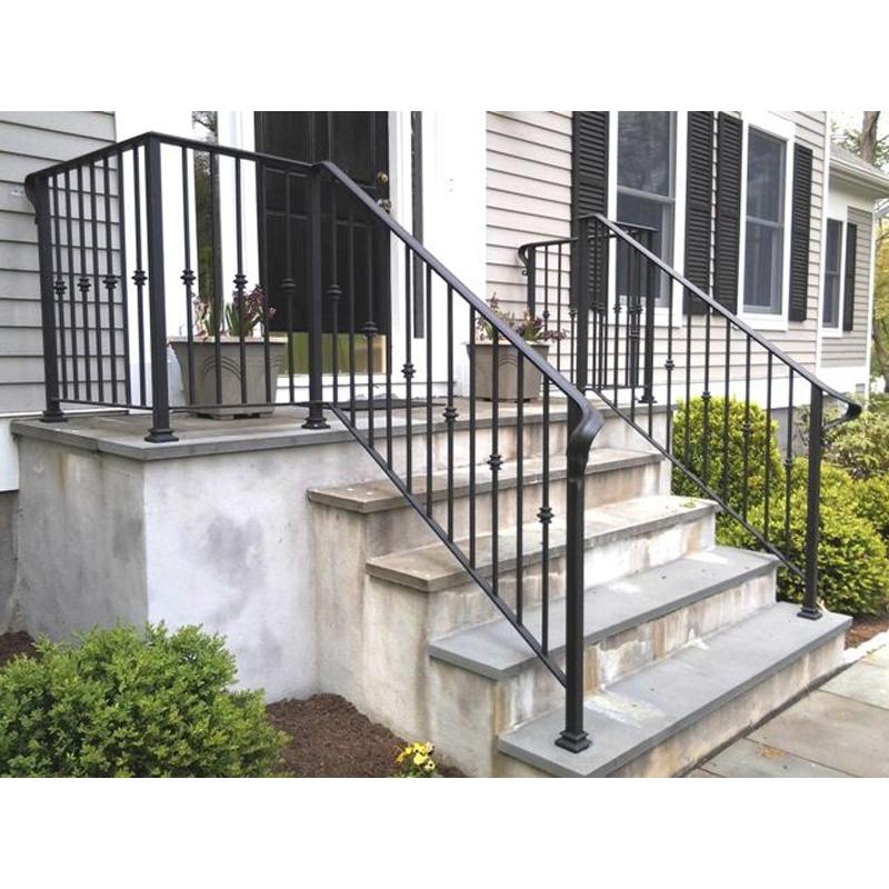 Перила на балкон: виды балконных ограждений