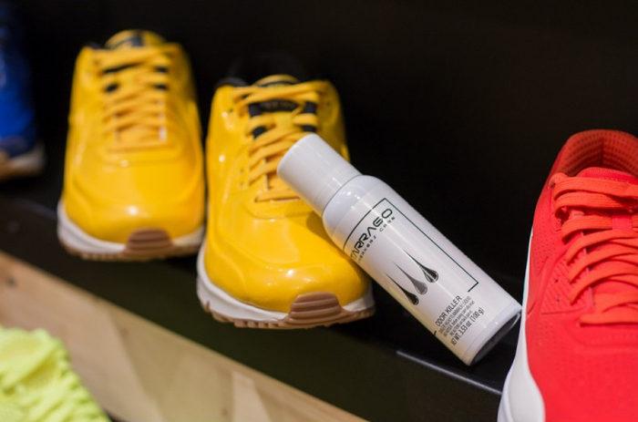 Избавиться от запаха кроссовок