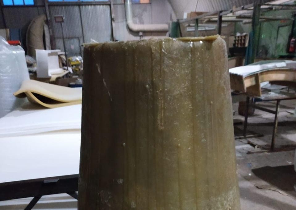 Стол из стеклопластика первые слои