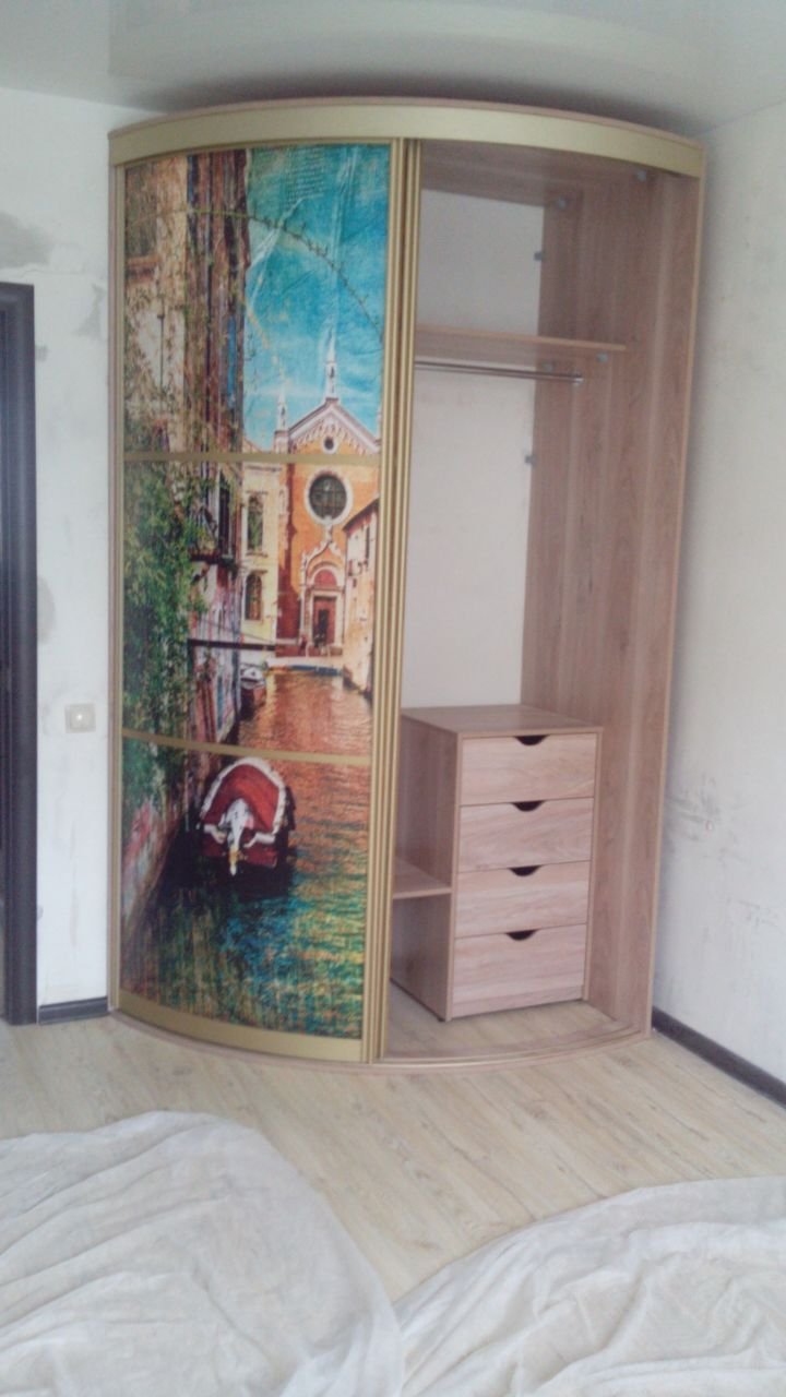 Радиусный шкаф-купе с фотопечатью