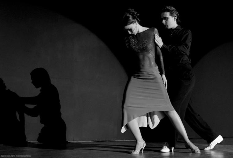 танцевать танго