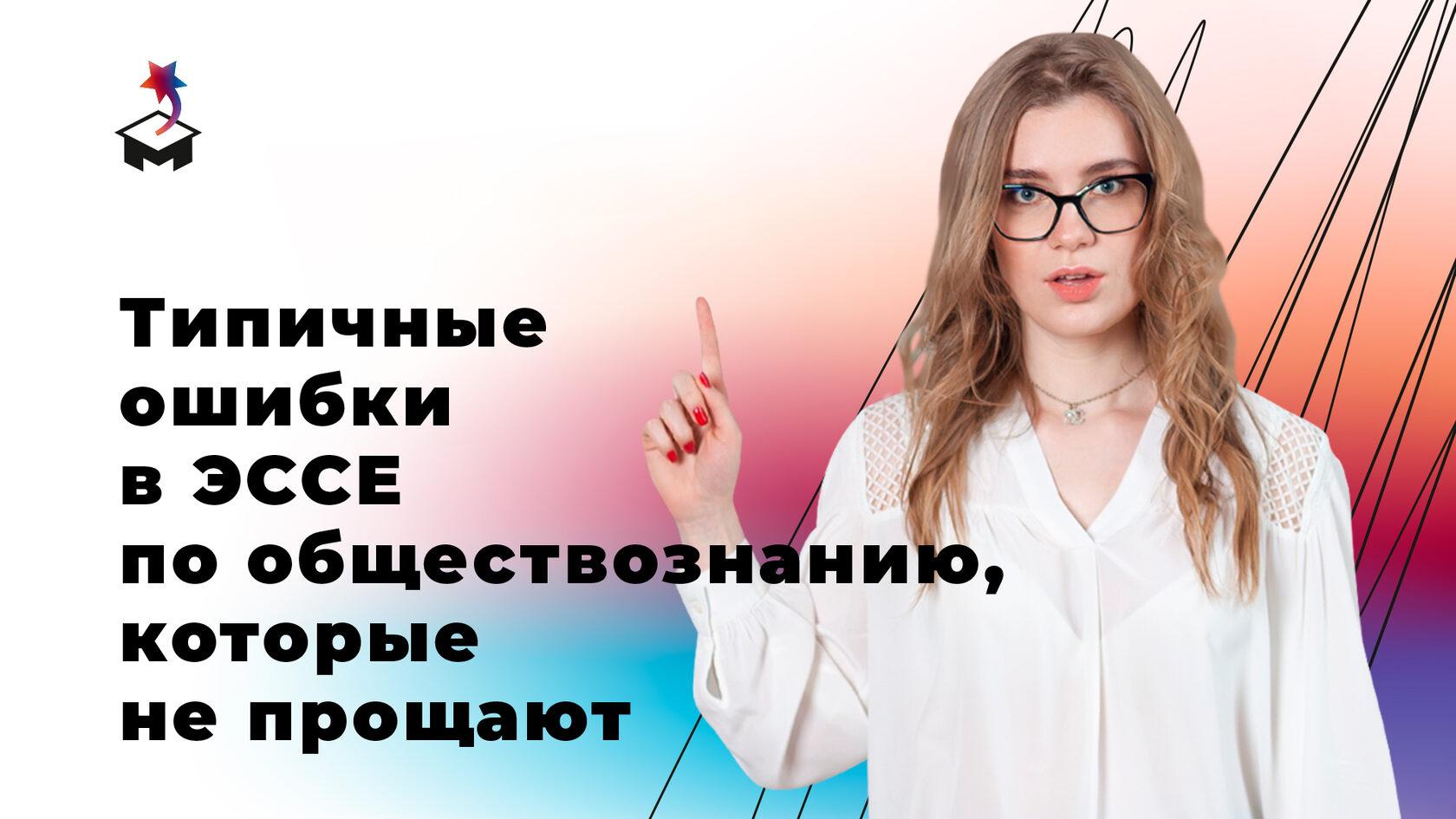 Анна Маркс с поднятым вверх указательным пальцем
